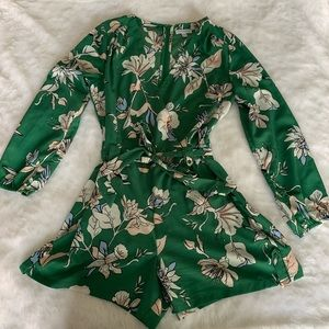 Long sleeve romper. Floral print size 8